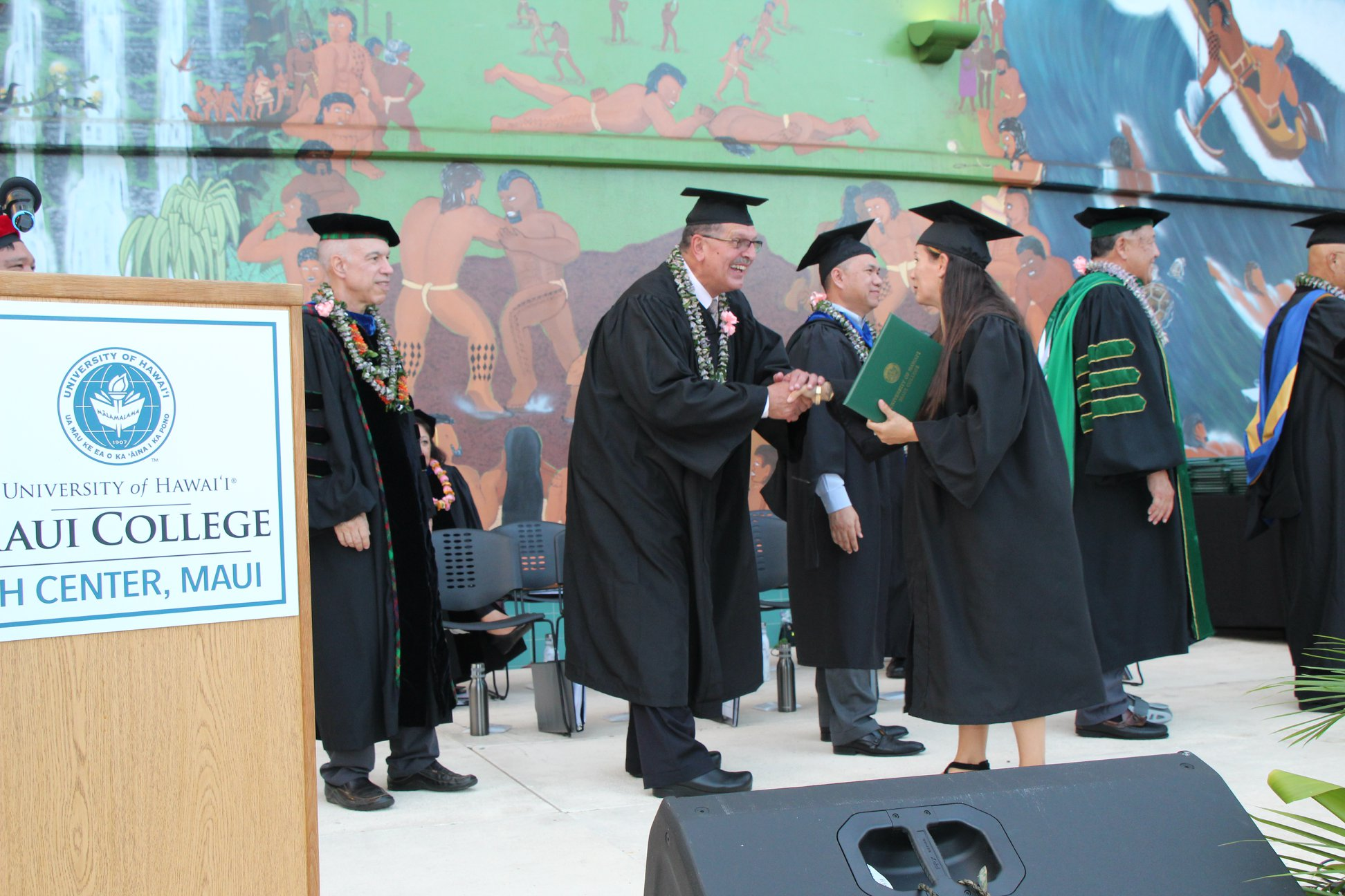 296 Students Graduate from UH Maui College