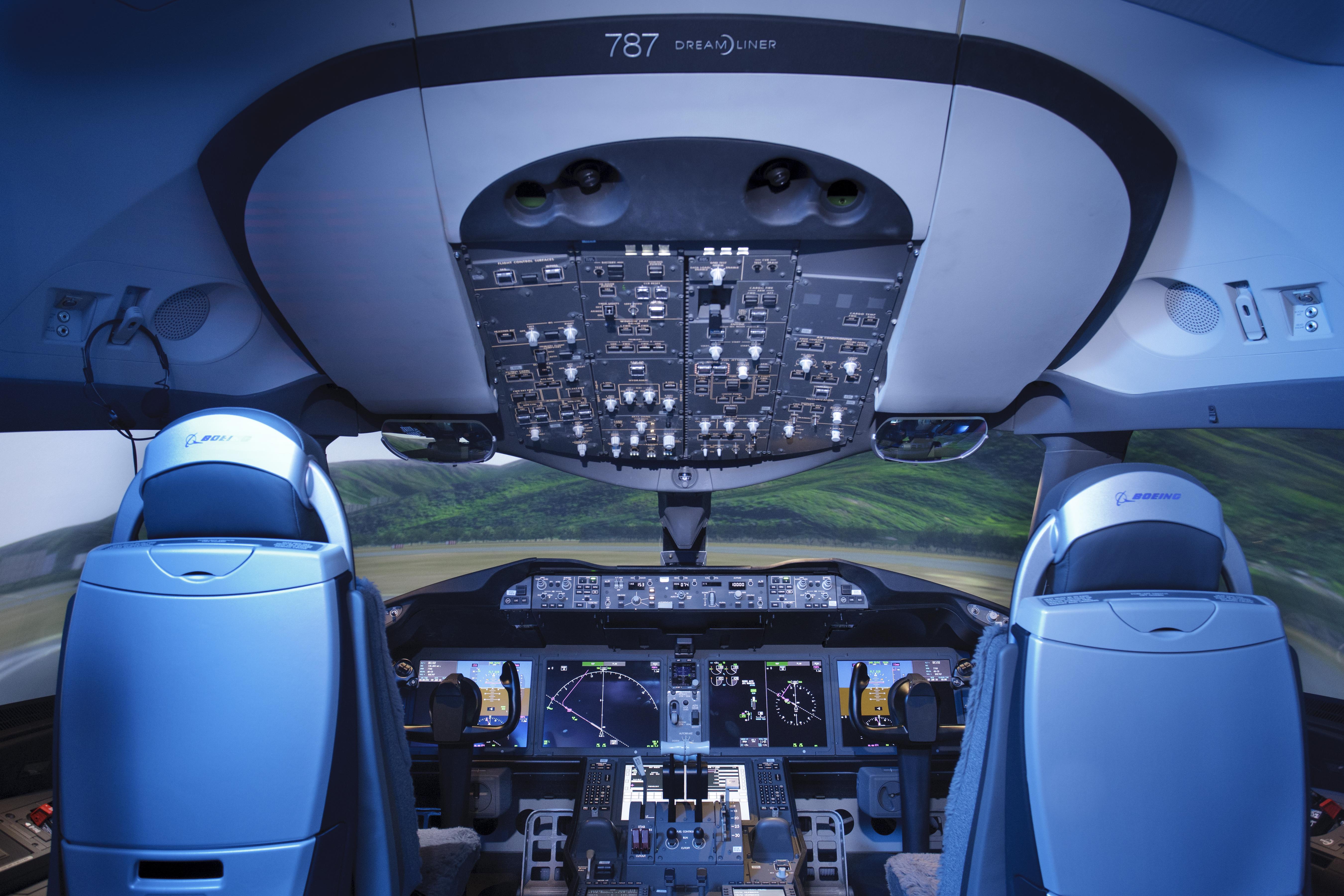 Hawaiian Airlines Orders Dreamliner Flight Simulator