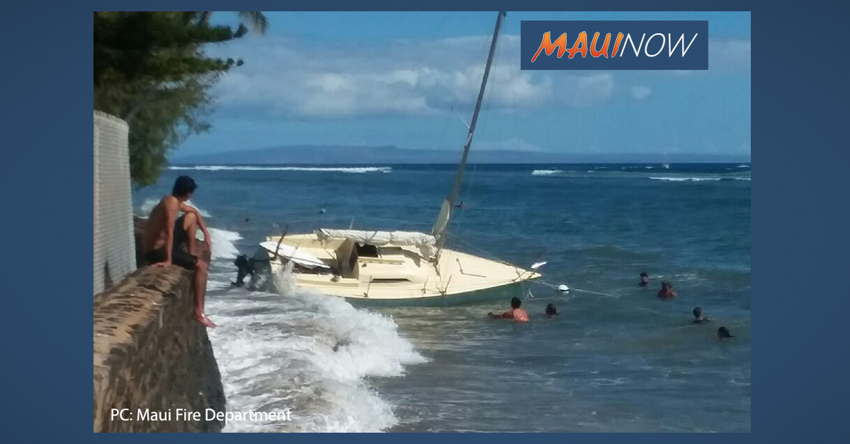 Sailboat Breaks Loose From Mooring in Lahaina