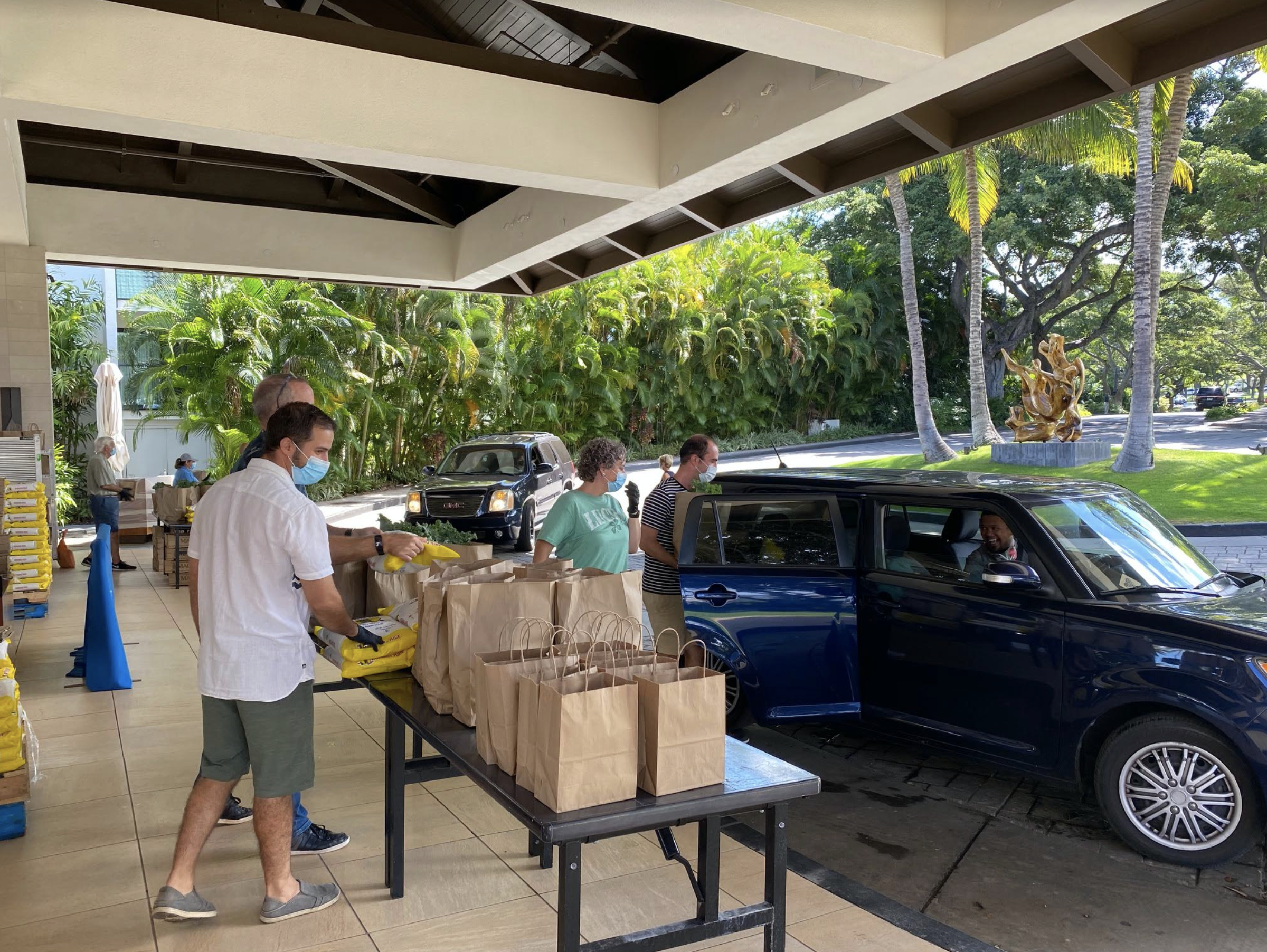 Wailea Beach Resort Holds Food Distribution for Resort Associates
