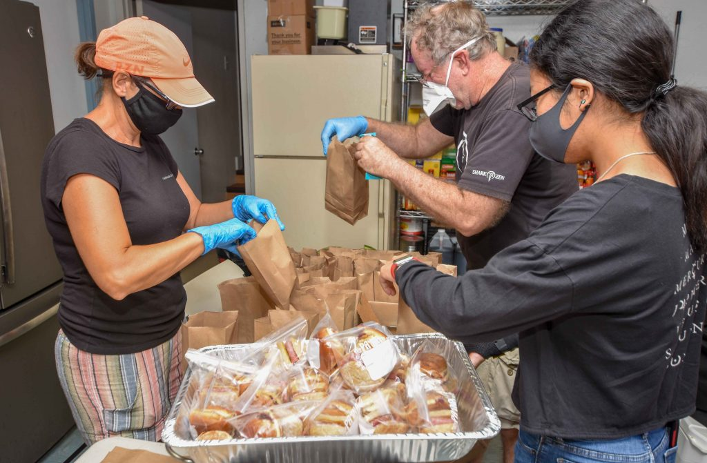 Volunteers bag lunches for homeless