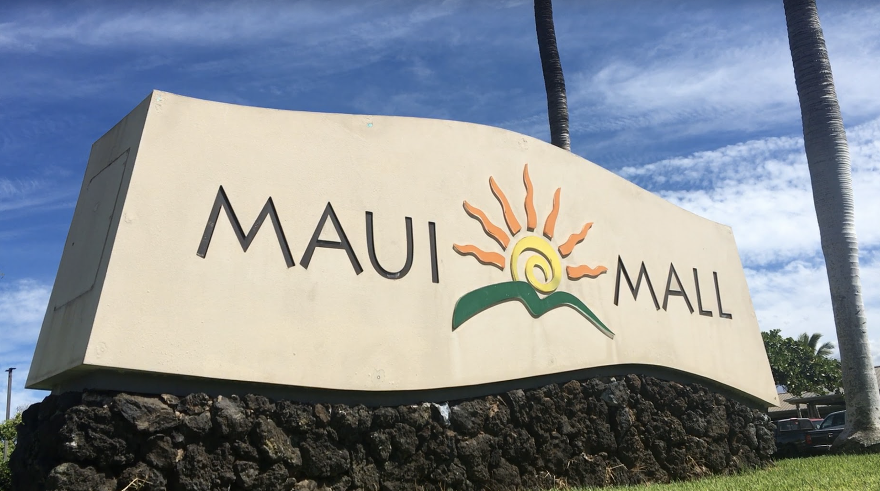 Crystal Dreams and More Shops Reopen at Maui Mall