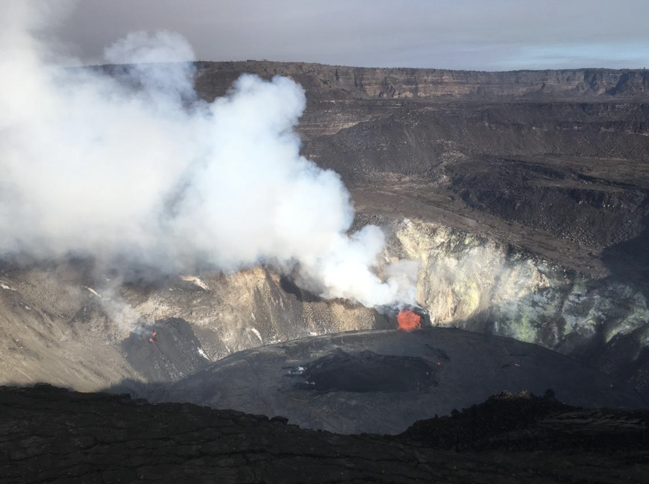 Kīlauea Volcano Eruption Continues, Crater Lake Covers 54 Acres