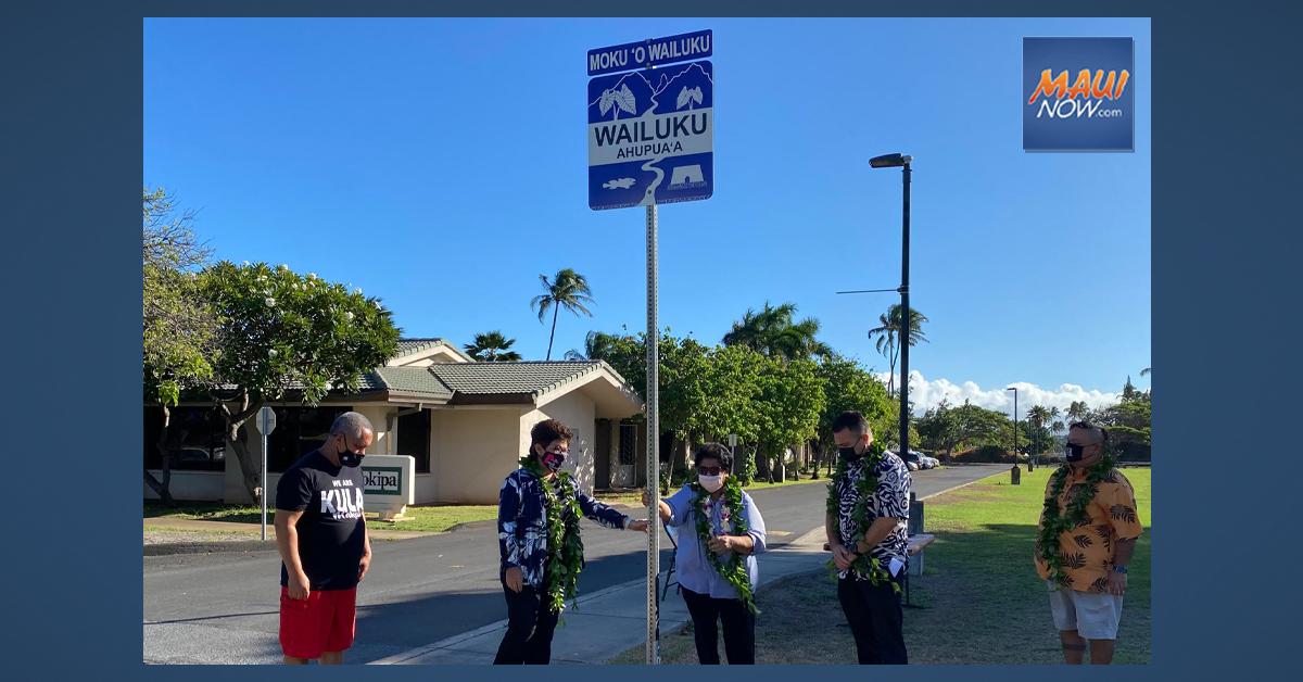 Maui Nui Ahupuaʻa Project Installs First Moku ʻO Wailuku Sign at UHMC