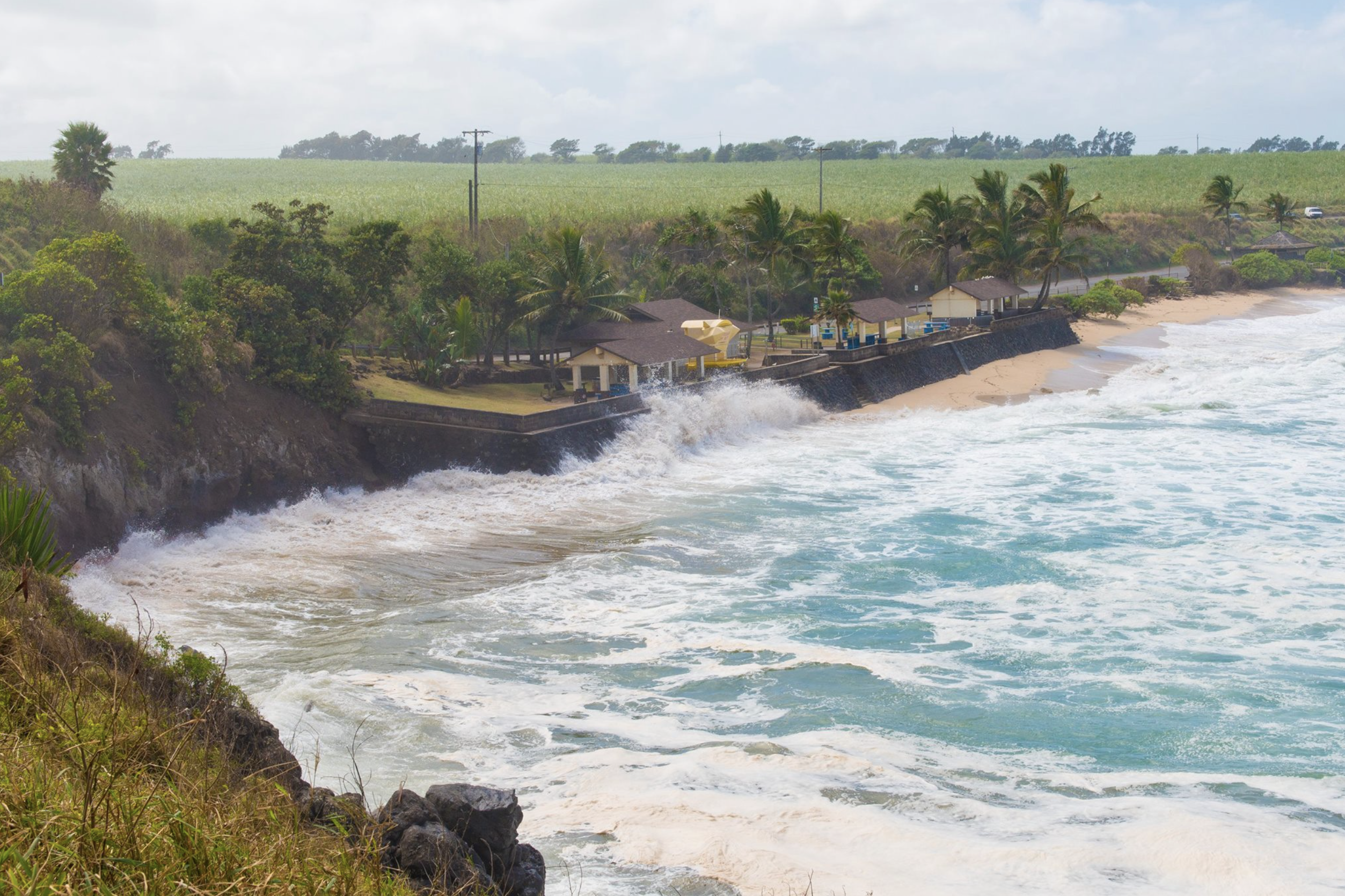 Warning Level Surf Prompts Closure of Baldwin and Ho'okipa Beach Parks through Monday